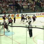 Angriff der Deutschen auf den Letten-Goalie Kristers Gudlevskis