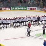 Team Latvija bei der eigenen Nationalhymne