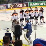 Die besten Spieler des Spiels: Leon Draisaitl (D) und Vitali Yeremeyev (KAZ)