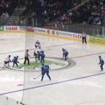 Eröffnungsbully im Spiel Lettland - Kasachstan