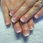 Les ongles après le modelage en gel.