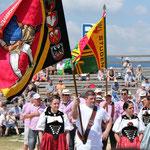 mit der Seeländerfahne während dem Festakt (Bild: Bettina Burren)
