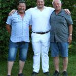 mit den Spendern des Munis, Adrian Degenmann und Hans Nussbaum  (Bild: Corinne Burren)