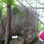 天下石、どこからこんな大きい石がきた