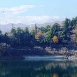 10:17 湖面に映る紅葉