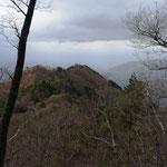 先に見えるのは甲州高尾山