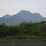 16:00 山荘前から眺める石鎚山