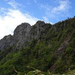 7:35 下山途中から眺める天狗岳