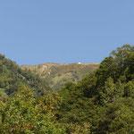 遥か先に種池山荘が見えます