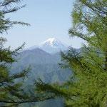 7:40少し降りたところからの富士山