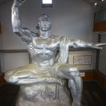 長崎にある平和祈念像の原型