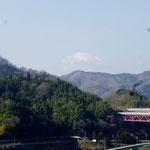 10:34 20分ほど歩くと富士山が見えてきます