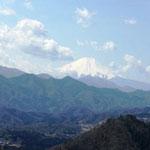 眺望のいい山頂からの富士山
