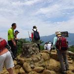 12:25 山頂は登山者でいっぱい