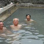 27日 タトパニの温泉、タトは温かいの意、パニは水=温泉