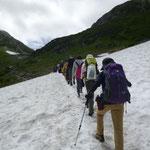 28日 室堂から一ノ越までは雪渓が大分残っていました