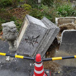 14:46 八幡神社の狛犬が前日の地震で倒壊