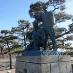 羽村堰にある玉川兄弟の銅像を見て