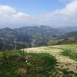 12:35 山頂から大霧山方面を眺める