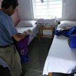 23日 タダパニ着、山小屋の室内、パニは水の意