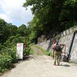 9:33 登山口のゲート