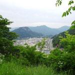 15:22 むすび山から大月市内を眺める