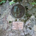 百瀬慎太郎の顕彰碑