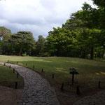 小ざっぱりした手入れの良く行き届いた公園