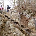 14:16 ところどころにある鉄梯子