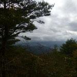13:10 見晴らし台から見えるはずの富士山は雲の中