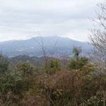 13:42 愛鷹山、その先には富士山が見えるはずだったが