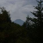 10:30 林道の終点から富士山が見えてくる