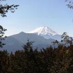 以前見られなかった富士山が山頂からも見えるようになりました