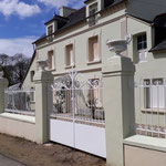 Portail, portillon et clôture en fer forgé style classique