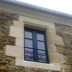 """Garde corps en fer forgé de style classique installée au """" Manoir du Clos Clin """" à PLEURTUIT"""