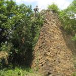 Sicherungsarbeiten an einer Burgmauer