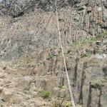 Inspection eines Basaltturmes 200 Meter hoch