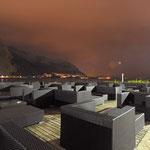 photos de nuit en pose longue (30 s), ciel couvert, lumière ambiante et aucune correction de chromie.