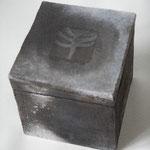 Black Box, ca 12x12x12 cm, Rauchbrand