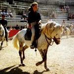 Tsar à 4 ans, approbation dans les arènes d'Arles monté par Yasmine 12 ans