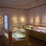 ナイーブアートの展示室。珍しい古書などが展示されています