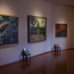 新館2階では大きな絵本原画が展示されています。