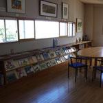 テーブルで読書を楽しみたい方はこちらの読書コーナーでどうぞ!
