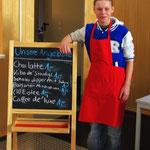Stolzer Mitarbeiter des Schülercafés