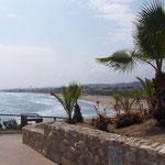 Angelegter Wanderweg an der Küste