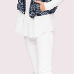 Jacket 916-8; Blouse 1039-102; Trousers 941-27