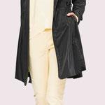 Coat 947-17; Pullover 931-21; Jogger 1017-21