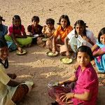 Frühstück im Internat in Shoarpur