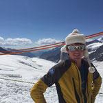Simi mit der Jungfrau-Kappe