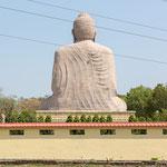 Buddhastatue in der Mittagszeit